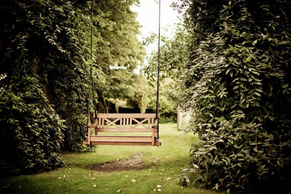 schommelbank tuin